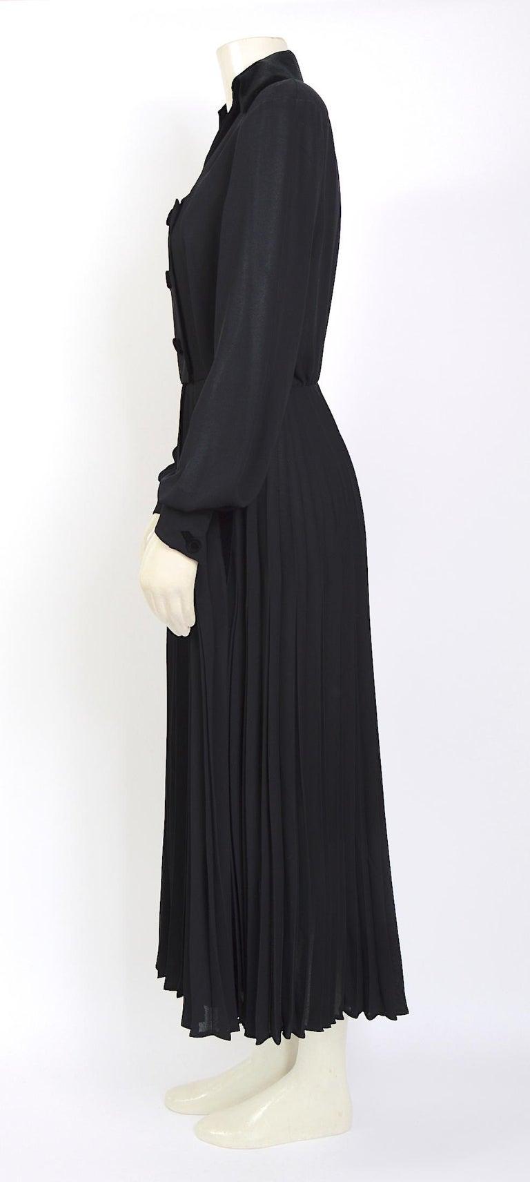 Black Thierry Mugler couture vintage 1980s black silk crepe and velvet details dress For Sale