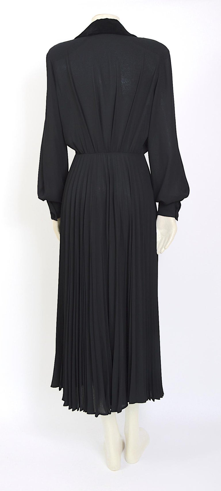 Thierry Mugler couture vintage 1980s black silk crepe and velvet details dress In Excellent Condition For Sale In Antwerp, BE