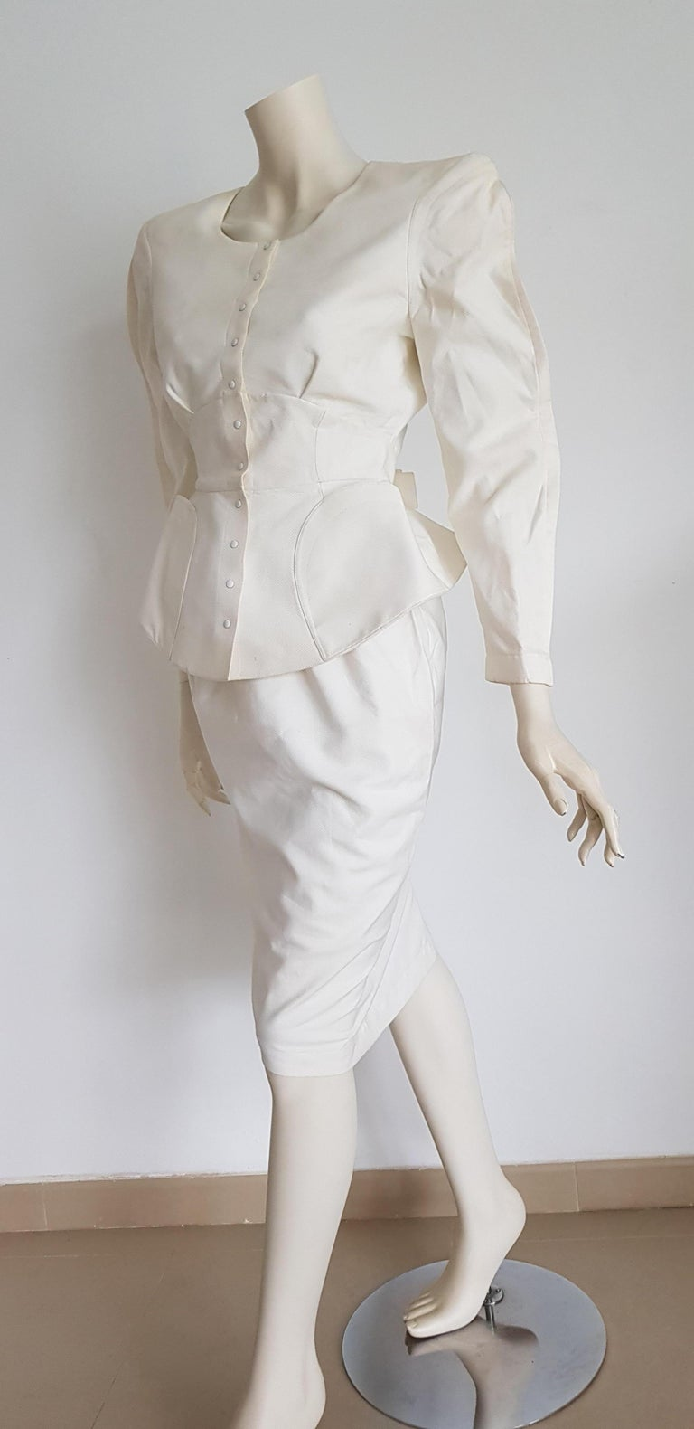 Thierry MUGLER jacket and skirt suit, piquet fabric, bow on the back - Unworn, New.   SIZE: equivalent to about Small / Medium, please review approx measurements as follows in cm.  JACKET: lenght 54, chest underarm to underarm 50, bust circumference