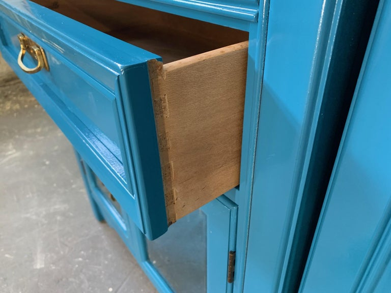Thomasville Sideboard Cabinet in Blue Lacquer In Good Condition For Sale In Jacksonville, FL