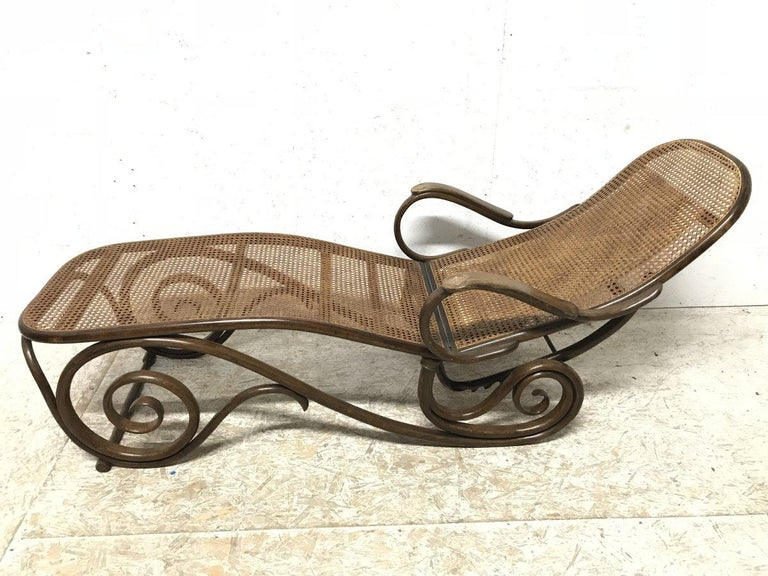 Thonet, a Bentwood Chaise Lounge with Wonderful Scroll Work Details & Cane Work In Good Condition For Sale In London, GB