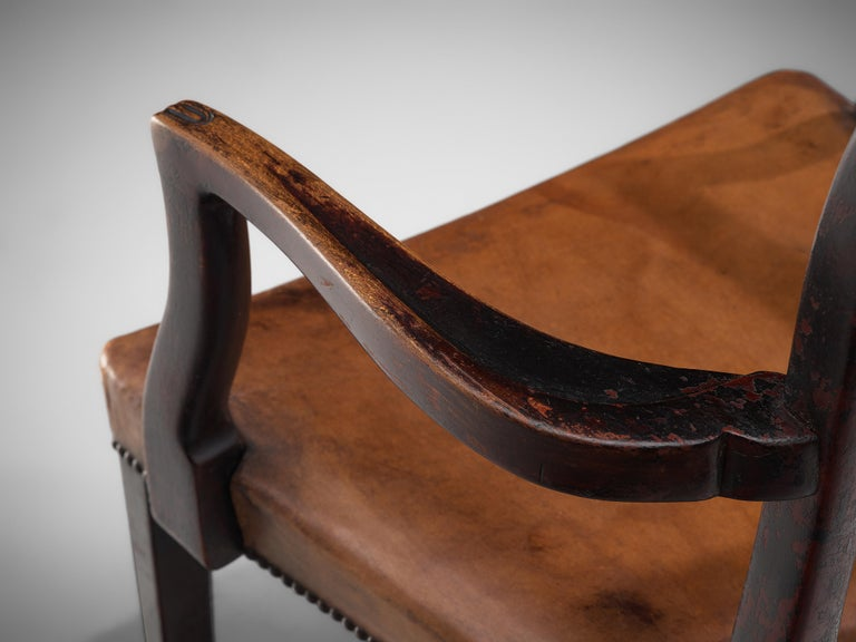 Early 20th Century Thonet Pair of Art Deco Armchairs in Wood and Patinated Leather For Sale