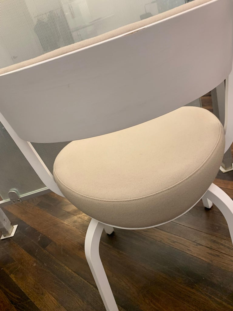 Thonet Wooden 405 PF Chair In Good Condition For Sale In New York, NY