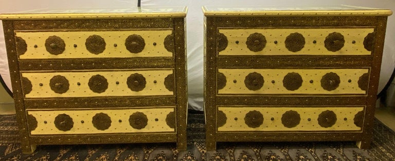 Three-drawer commodes, chests or nightstands in Hollywood Regency style, a pair.