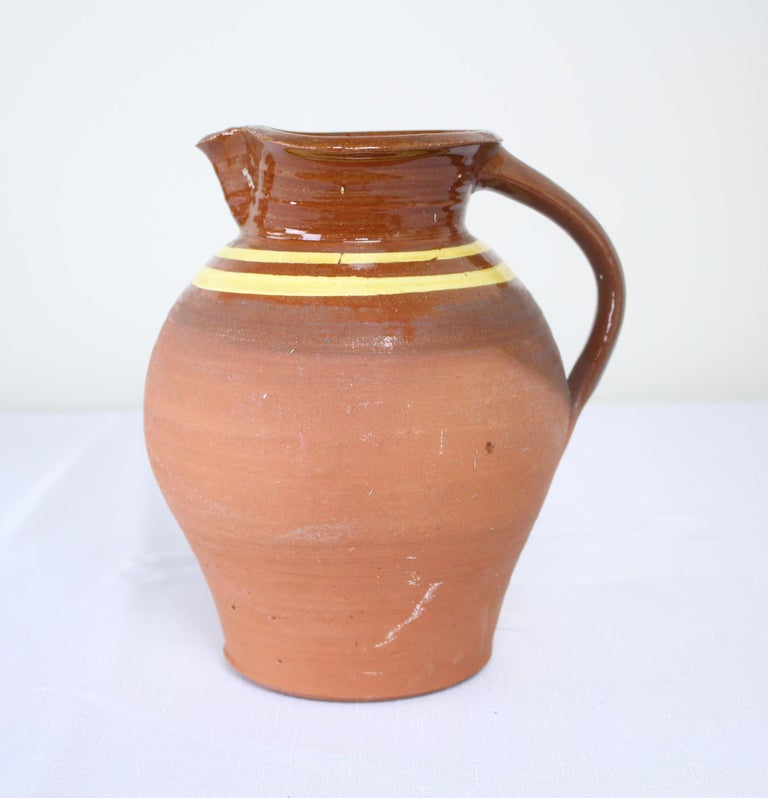 Three English Antique Slipware Jugs In Good Condition For Sale In Port Chester, NY