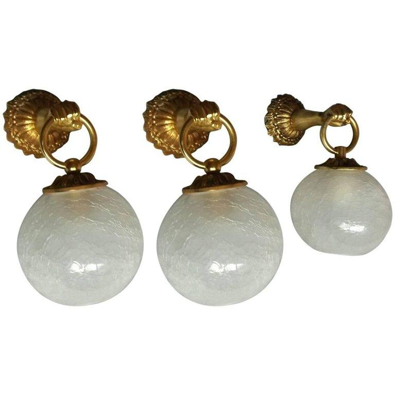 Three French Neoclassical Gilt Bronze Sconces In Excellent Condition For Sale In Paris, FR