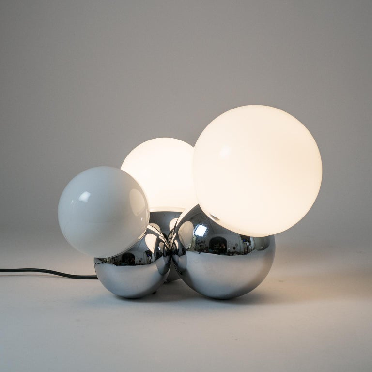 Three Globe Chrome Table Lamp by Reggiani, 1960s In Good Condition For Sale In Vienna, AT