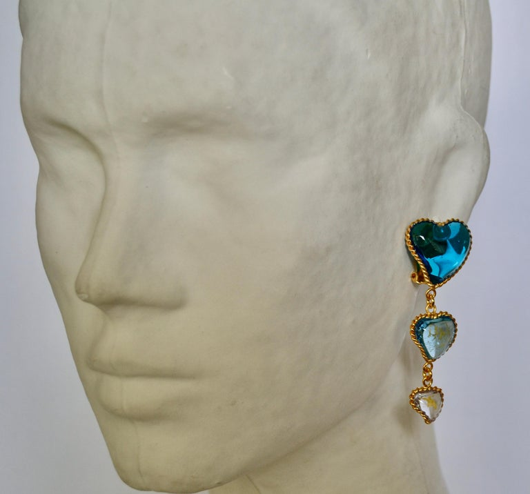 Three Hearts Pate de Verre Clip Earrings In New Condition For Sale In Virginia Beach, VA
