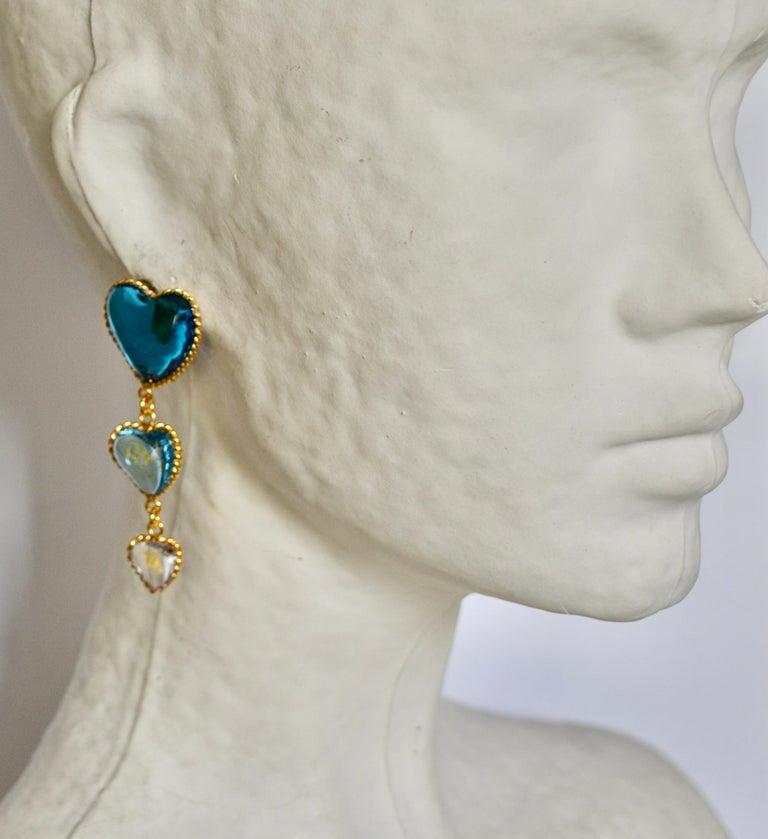 Three Hearts Pate de Verre Clip Earrings For Sale 1