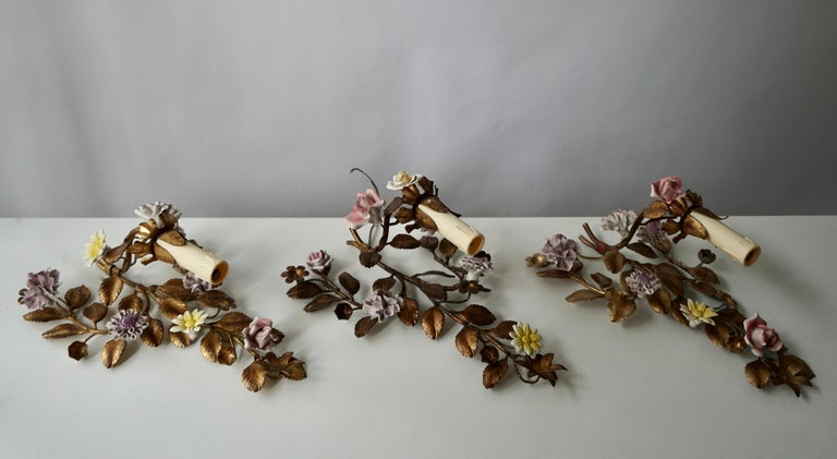 Three Italian Metal Wall Sconces with Porcelain Flowers In Good Condition For Sale In Antwerp, BE