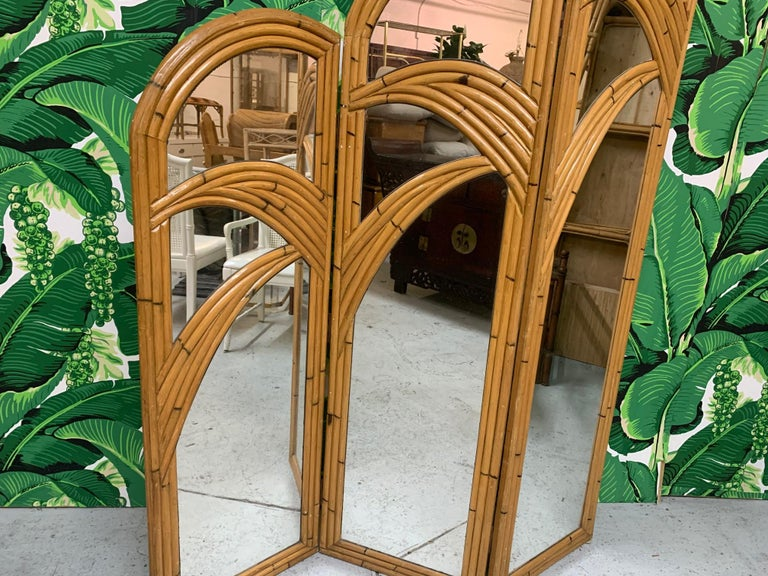 3-panel room divider features veneer of pencil reed rattan in a palm tree motif. Very good vintage condition with only minor imperfections consistent with age. Each panel measures 18