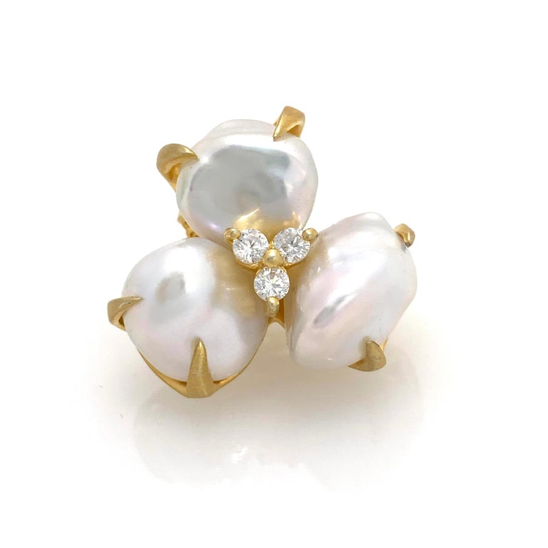Three-petal Baroque Pearl Flower Earrings In New Condition For Sale In Los Angeles, CA