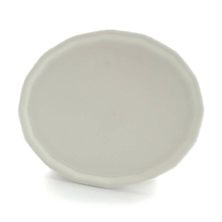 Three-Piece Place Setting for 8 Matte White Dinnerware Setting Modern Porcelain In New Condition For Sale In Asheville, NC