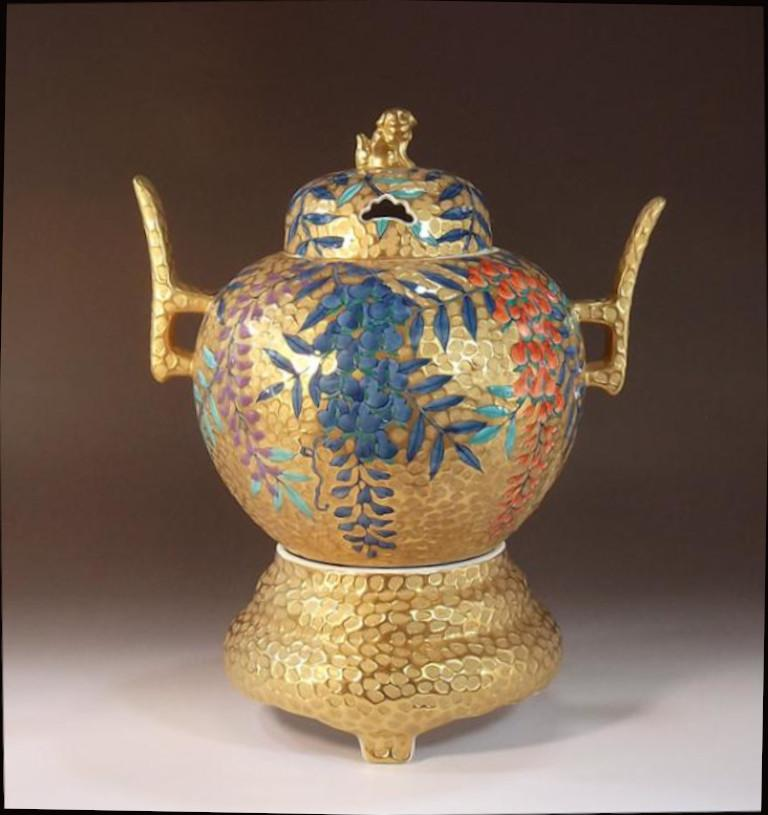 Three-Piece Red Blue Porcelain Incense Burner by Japanese Master Artist In New Condition For Sale In Vancouver, CA