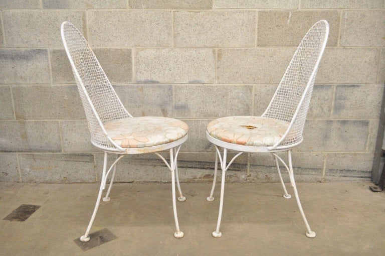 Three-Piece Russell Woodard Iron Metal Mesh Patio Bistro Dining Set In Good Condition For Sale In Philadelphia, PA