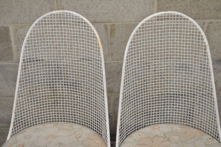 Mid-20th Century Three-Piece Russell Woodard Iron Metal Mesh Patio Bistro Dining Set For Sale