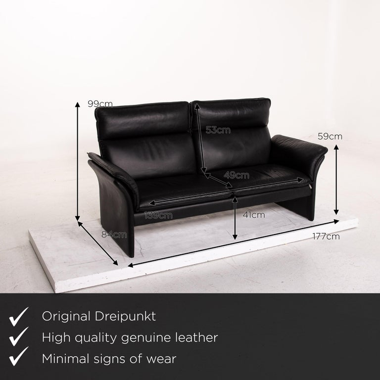 We present to you a three-point Scala leather sofa black three-seat couch.  Product measurements in centimeters:  depth 84 width 177 height 99 seat height 41 rest height 59 seat depth 49 seat width 139 back height 53.
