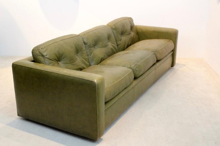 Three-Seat Sofa by Poltrona Frau in Olive green leather, Italy 1970s In Good Condition For Sale In Voorburg, NL