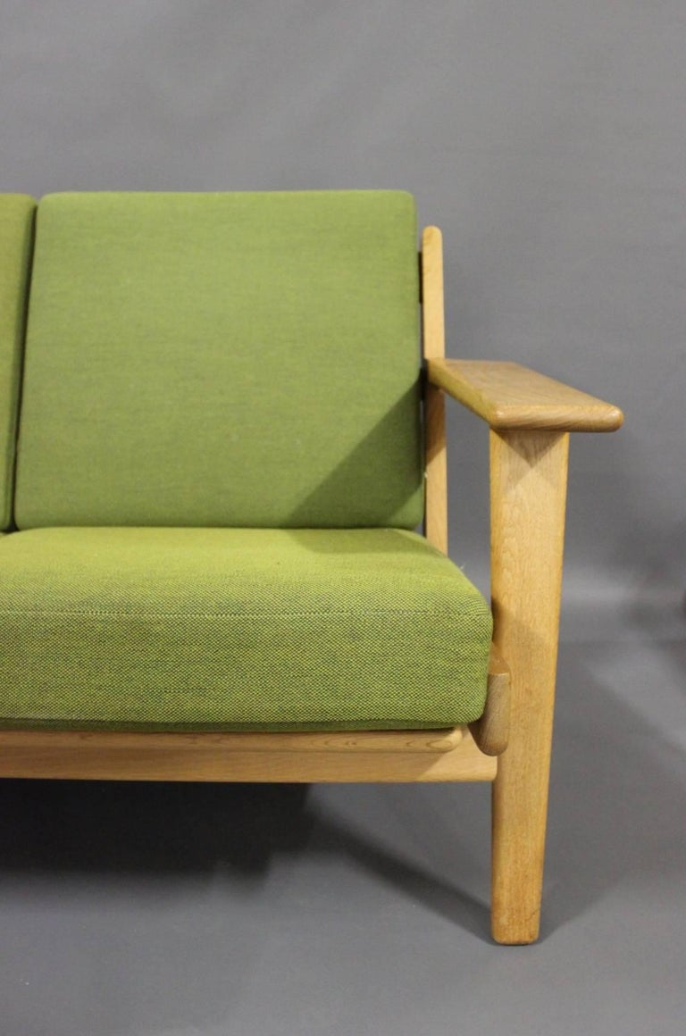 Three-Seat Sofa, Model GE290 in Oak by Hans J. Wegner and GETAMA, 1960s In Good Condition For Sale In Lejre, DK