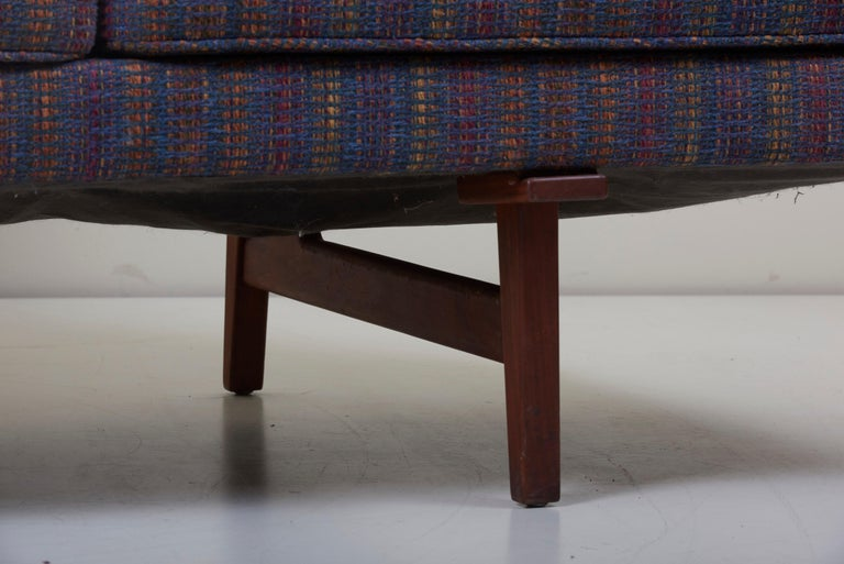 Three-Seat Jens Risom Sofa for Risom Design Inc in Good Condition For Sale 12