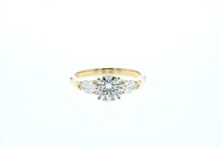 Modern Three Stone Diamond Engagement Ring (Yellow Gold, Certified)  For Sale