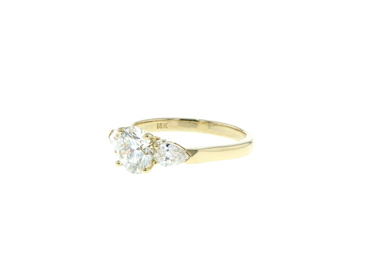 Round Cut Three Stone Diamond Engagement Ring (Yellow Gold, Certified)  For Sale
