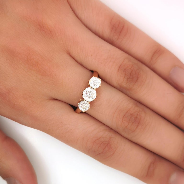 Women's Three-Stone Diamond Ring 1.30 Carat For Sale