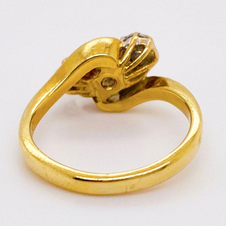 Round Cut Three-Stone Diamond Ring 18K Yellow Gold Past Present Future Bypass Ring 3-Stone For Sale