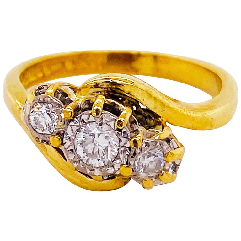 Three-Stone Diamond Ring 18K Yellow Gold Past Present Future Bypass Ring 3-Stone For Sale
