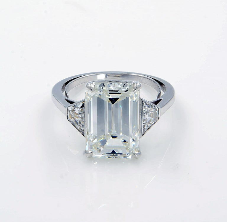 Three-Stone Emerald Cut 5.05 Carat Diamond Engagement Ring GIA Certified In New Condition For Sale In New York, NY