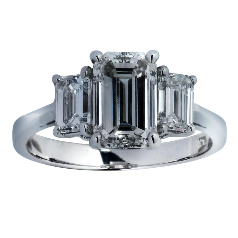 Three-Stone Emerald Cut Diamond Platinum Engagement Ring In New Condition For Sale In Miami, FL