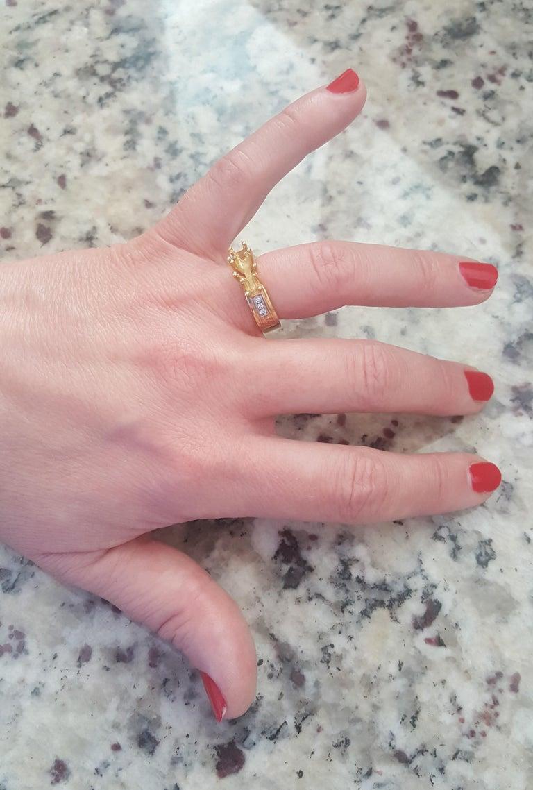Round Cut Three-Stone Engagement Ring Tri-Color Platinum 18 Karat Yellow and 18 Karat Gold For Sale