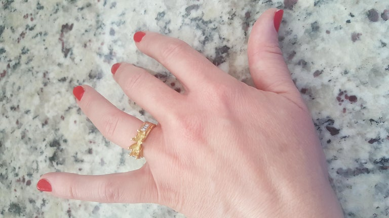 Three-Stone Engagement Ring Tri-Color Platinum 18 Karat Yellow and 18 Karat Gold In New Condition For Sale In Rancho Santa Fe, CA