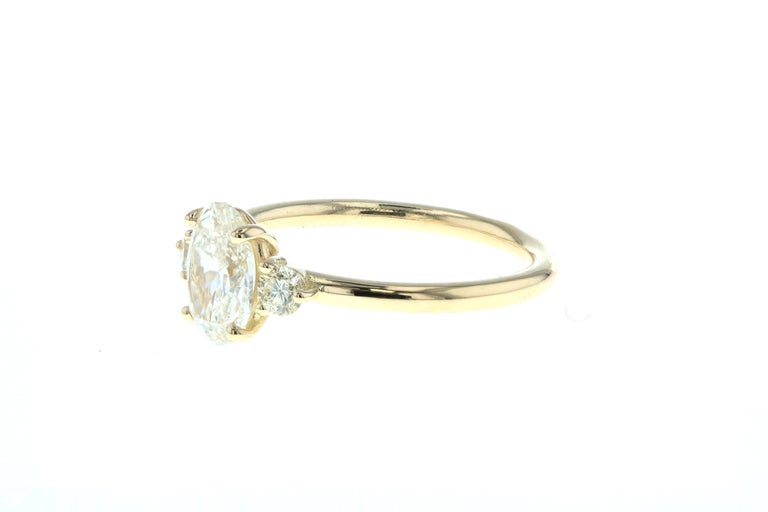 Modern Three-Stone Oval Diamond Engagement Ring with Round Side Diamonds 'GIA' For Sale