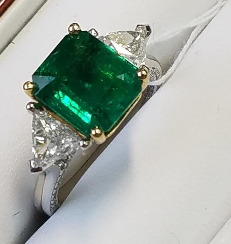 Contemporary Three-Stone Platinum/ 18 Karat Yellow Gold Emerald Cut Emerald and Diamond Ring For Sale