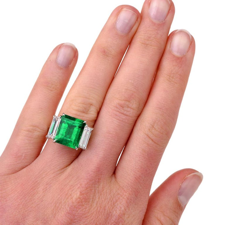 Art Deco Three-Stone Rectangular Emerald Diamond Platinum Ring For Sale