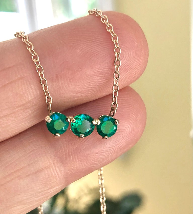Three-Stone Round Colombian Emerald Gold Chain Pendant Necklace For Sale 6