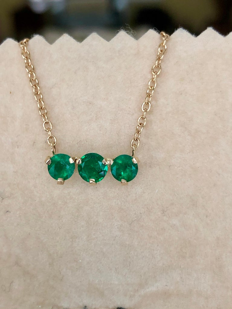 Three-Stone Round Colombian Emerald Gold Chain Pendant Necklace For Sale 4