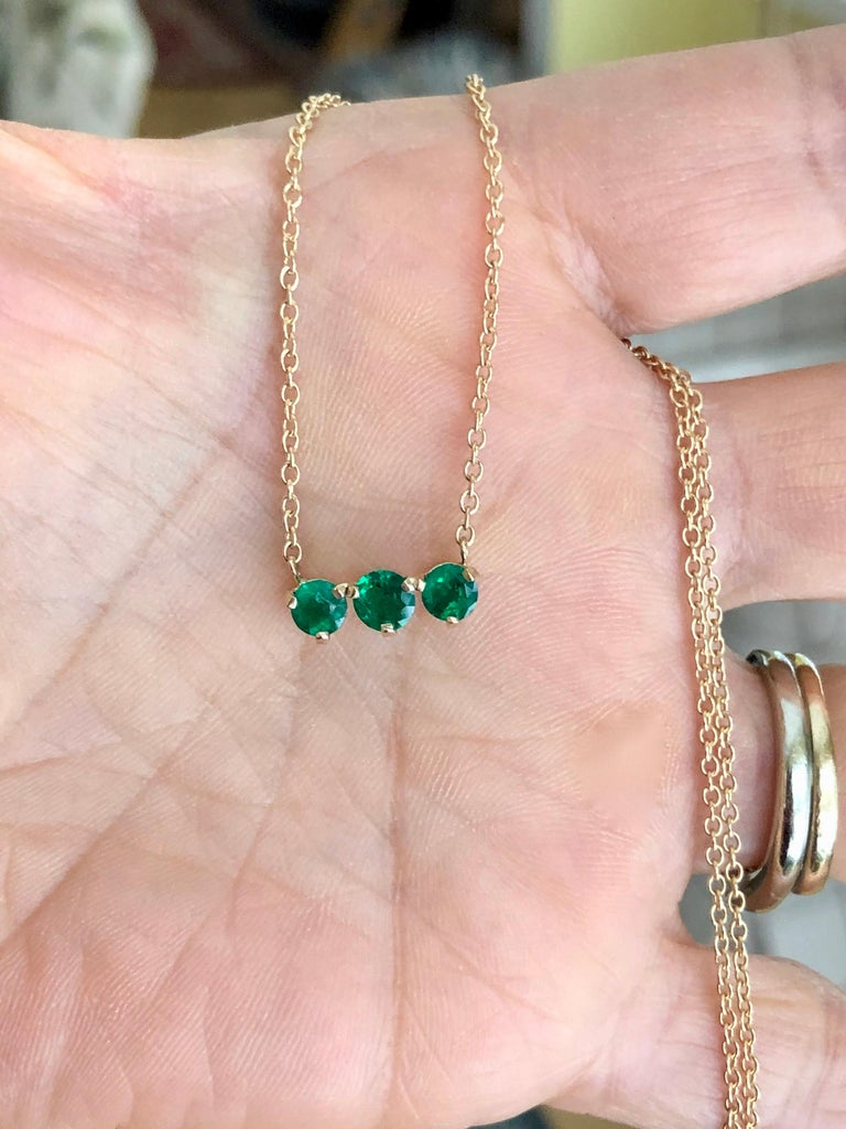Three-Stone Round Colombian Emerald Gold Chain Pendant Necklace For Sale 5