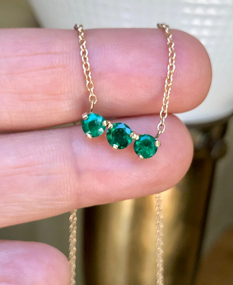 Three-Stone Round Colombian Emerald Gold Chain Pendant Necklace For Sale 3