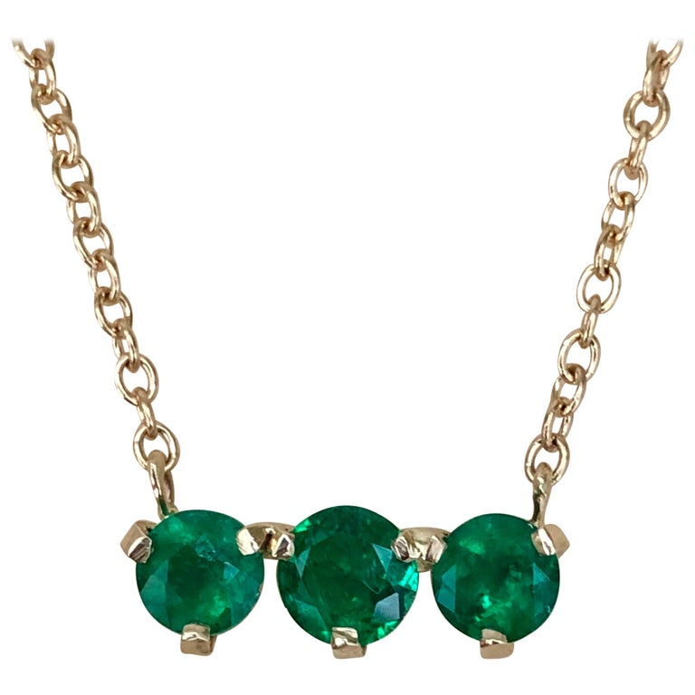 Three-Stone Round Colombian Emerald Gold Chain Pendant Necklace For Sale