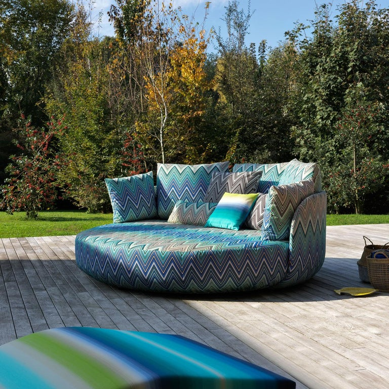 The Tiamat new sofa is characterized by its round shape that is protective, inviting and comfortable. Every component has a removable cover with care taken to ensure an uninterrupted pattern. The wooden structure is covered in foam rubber and the