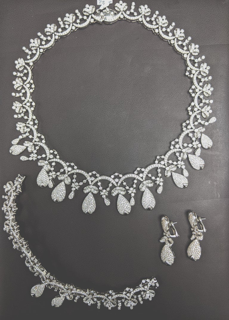 Tiara Crown Diamond Necklace In Excellent Condition For Sale In Great Neck, NY