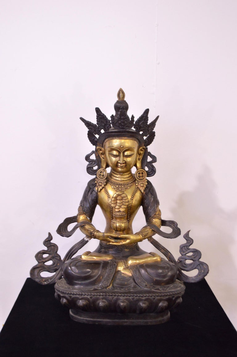 Massive bronze statue weighing almost 20 kg. Tara is considered the mother of all Buddhas, represents the feminine energy. In Tibetan Buddhism, Tara symbolizes divinity in her feminine aspect. According to tradition, Tara was born of a tear of