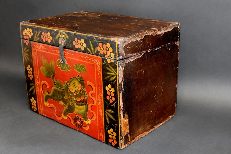 Tibetan Foo Dog Box Hand Painted Box 5 In Good Condition For Sale In Somis, CA