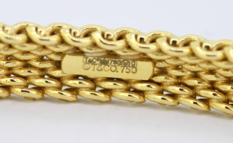 Tiffany & Co. Vintage 18 Karat Yellow Gold Ladies Bangle, circa 2000 For Sale 3