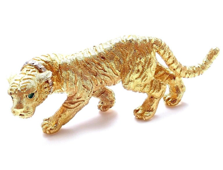 18k Yellow Gold Diamond & Emerald Tiger Brooch Pin by Tiffany & Co.  With 8 round brilliant cut diamonds VS1 clarity, G color total weight approx. .10ct 2 emerald eyes Details:  Measurements: 20.5mm x 56.5mm Weight: 26.4g Stamped Hallmarks: Tiffany
