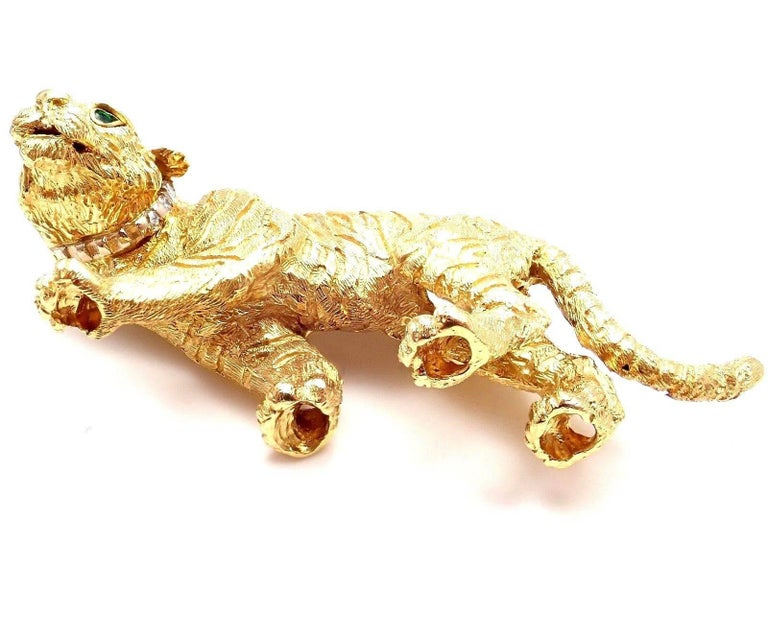 Women's or Men's Tiffany & Co. Diamond Emerald Tiger Yellow Gold Pin Brooch For Sale