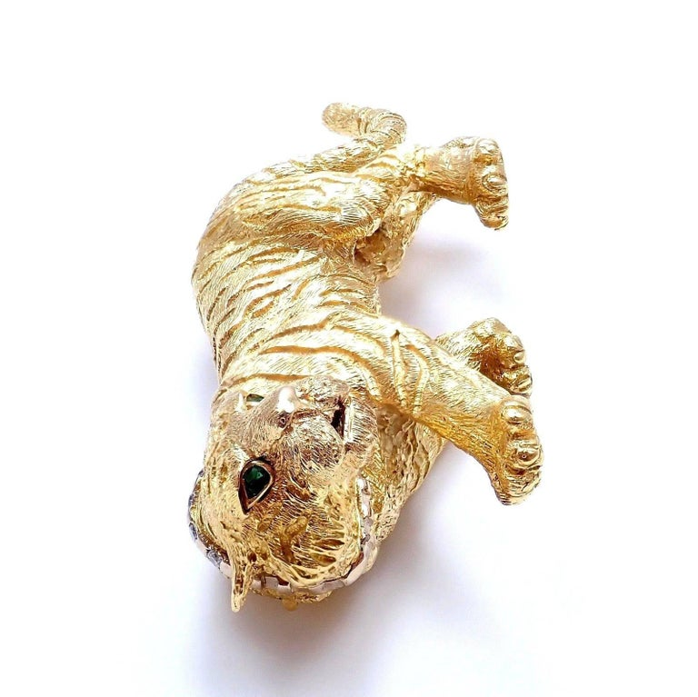 Tiffany & Co. Diamond Emerald Tiger Yellow Gold Pin Brooch For Sale 4