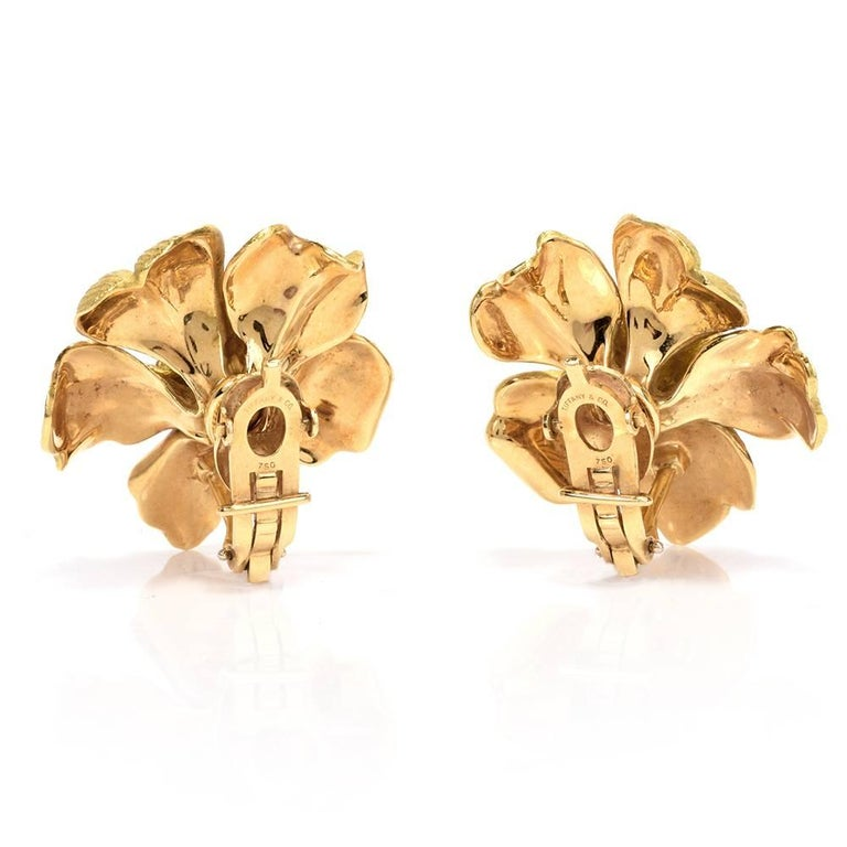 Tiffany & Co. Jumbo Dogwood Flower 18 Karat Clip-On Earrings In Excellent Condition For Sale In Miami, FL